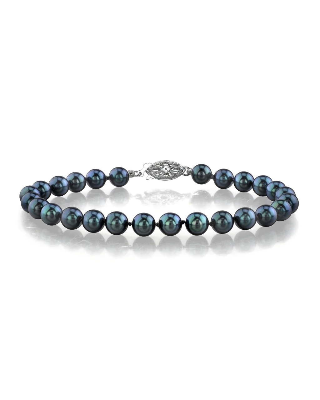 This elegant bracelet features 5.5-6.0mm Japanese Akoya pearls, handpicked for their luminous luster