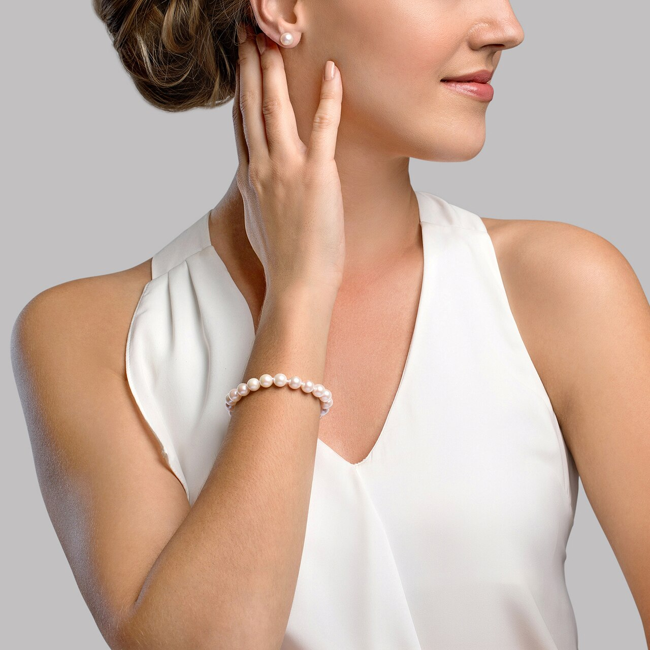 This elegant bracelet features 7.0-7.5mm Japanese Akoya pearls, handpicked for their luminous luster