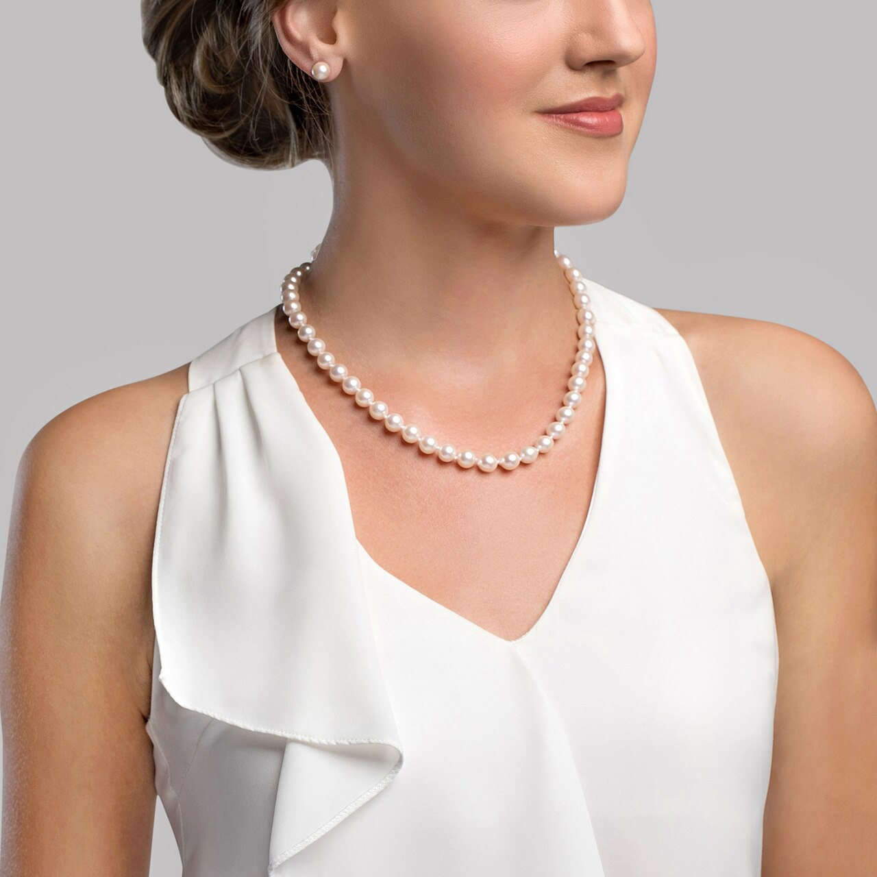 This elegant necklace features 8.5-9.0mm Japanese Akoya pearls, handpicked for their luminous luster