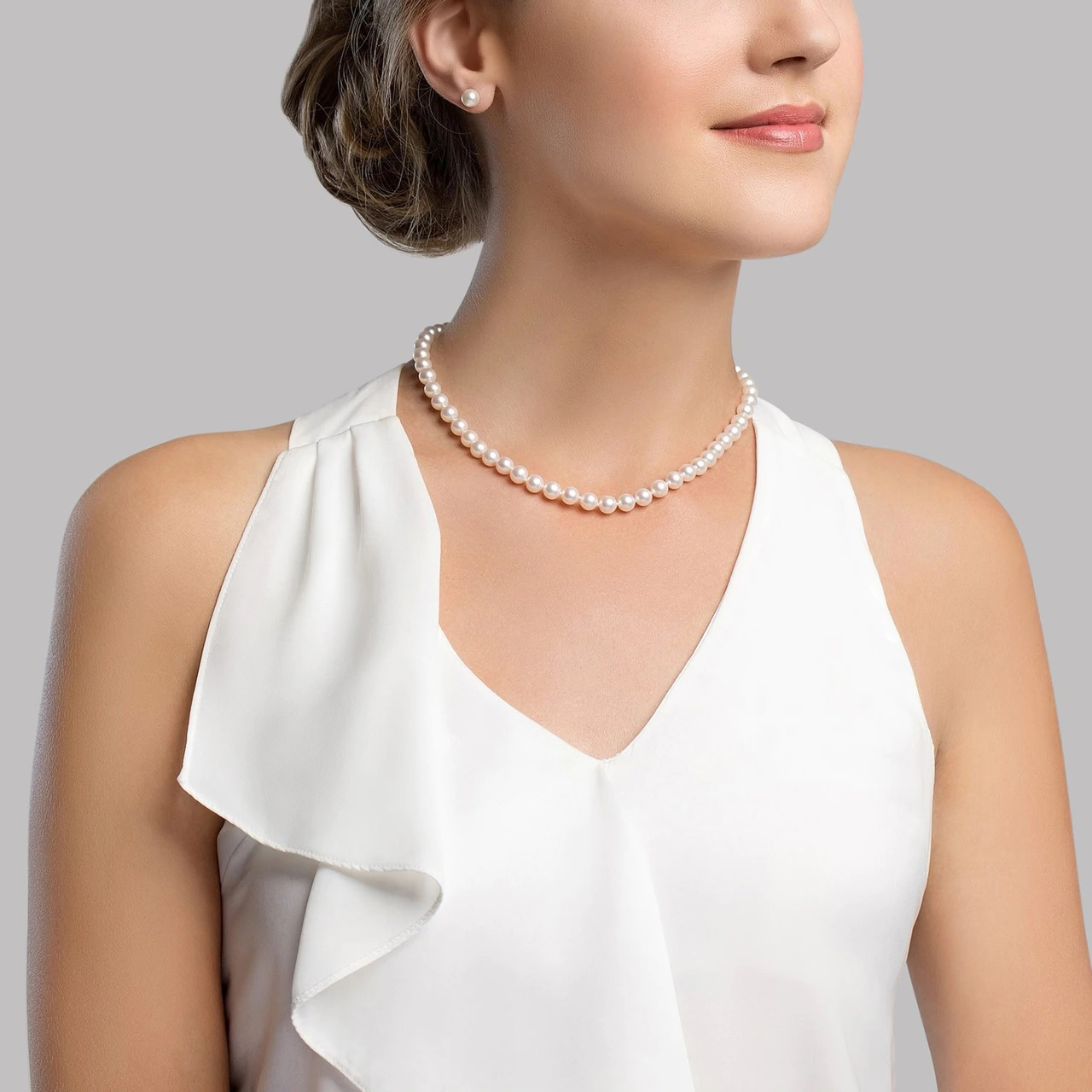 This classic necklace and earring set features 7.0-7.5mm Japanese Akoya pearls