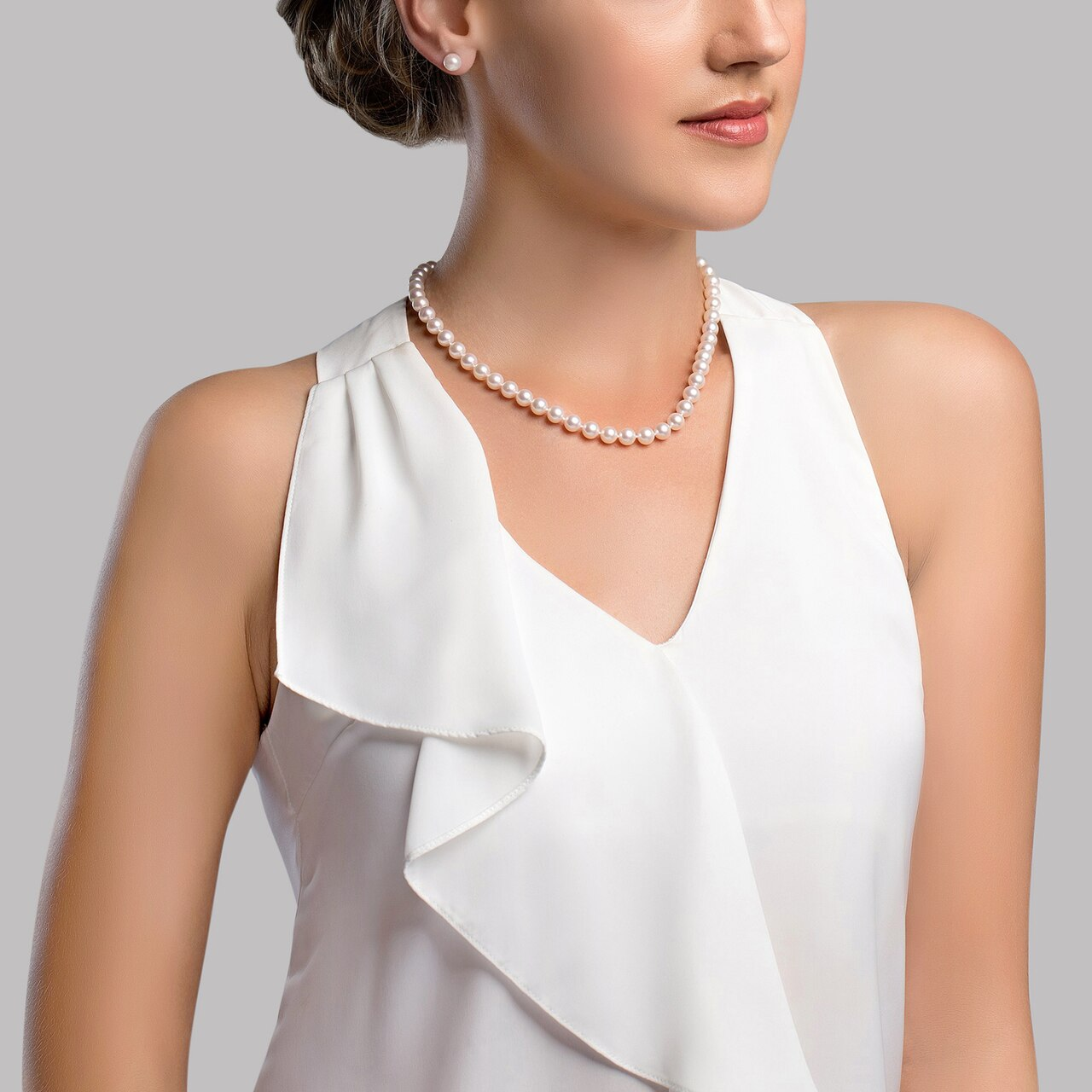 This elegant necklace features 7.0-7.5mm Hanadama Akoya pearls, handpicked for their luminous luster