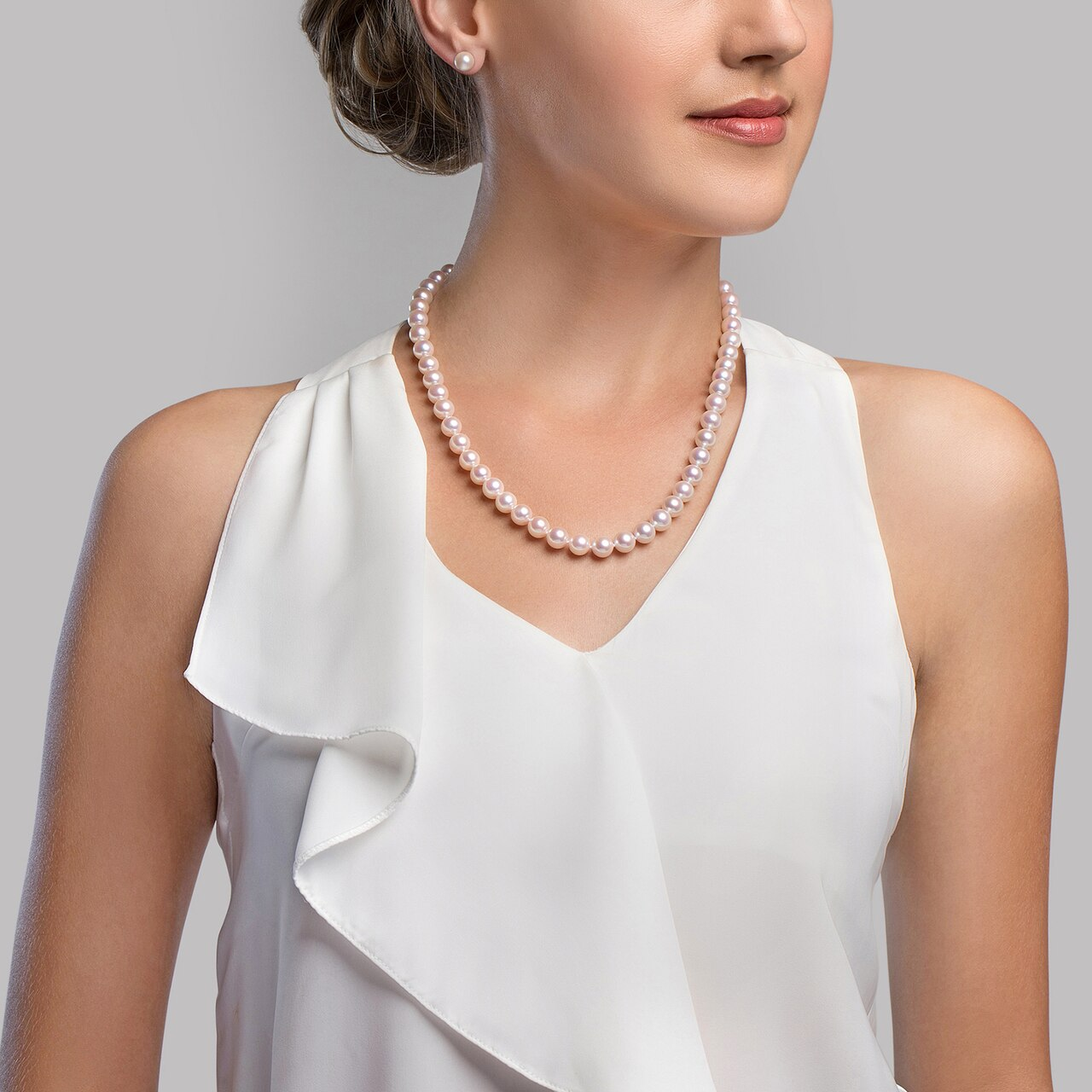 This elegant necklace features 9.0-9.5mm Hanadama Akoya pearls, handpicked for their luminous luster
