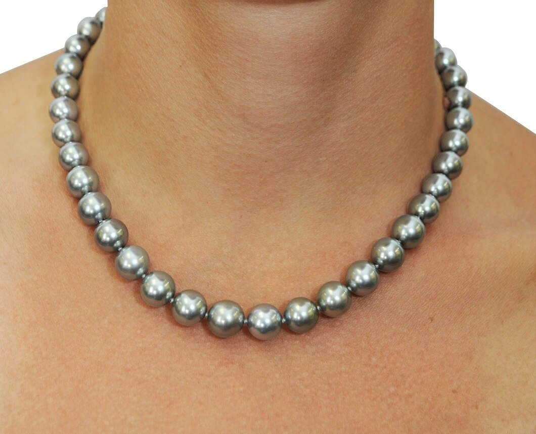 This elegant necklace features 13.0-15.0mm Tahitian South Sea pearls, handpicked for their luminous luster