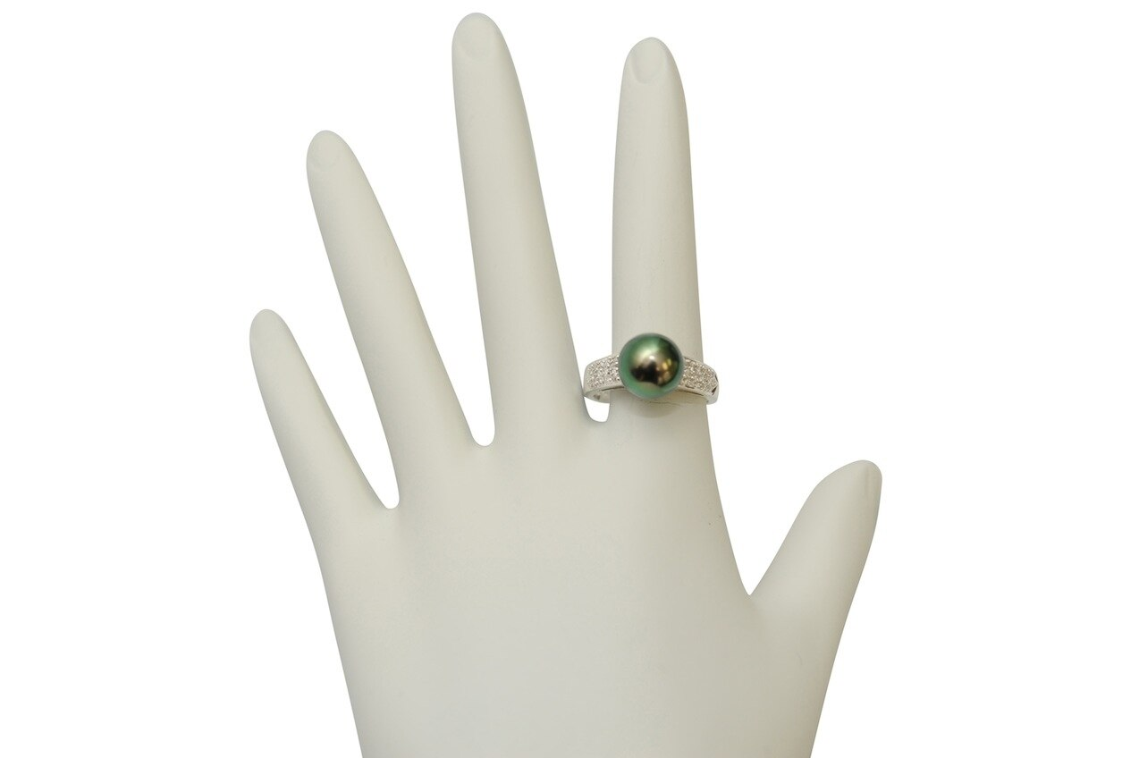 This exquisite ring features an 9.0-1.0mm Tahitian South Sea pearl, handpicked for its luminous luster