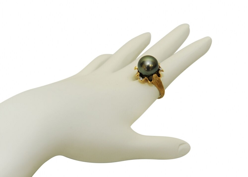 This exquisite ring features an 12.0-13.0mm Tahitian South Sea pearl, handpicked for its luminous luster