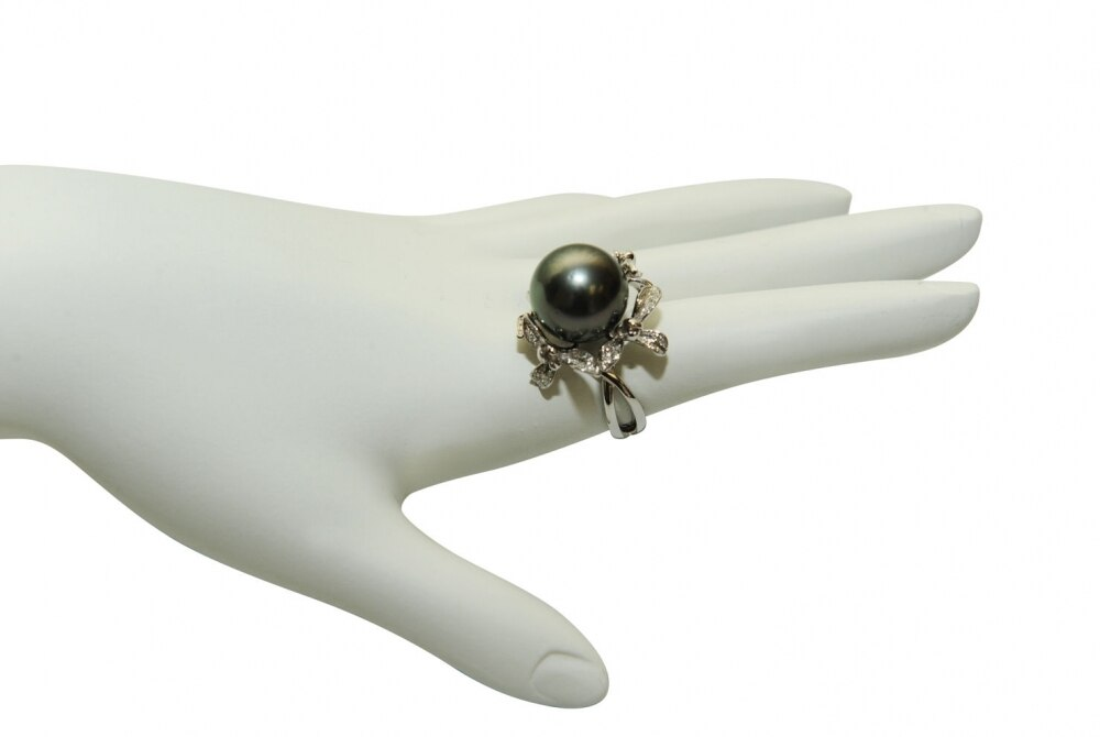 This exquisite ring features an 13.0-14.0mm Tahitian South Sea pearl, handpicked for its luminous luster