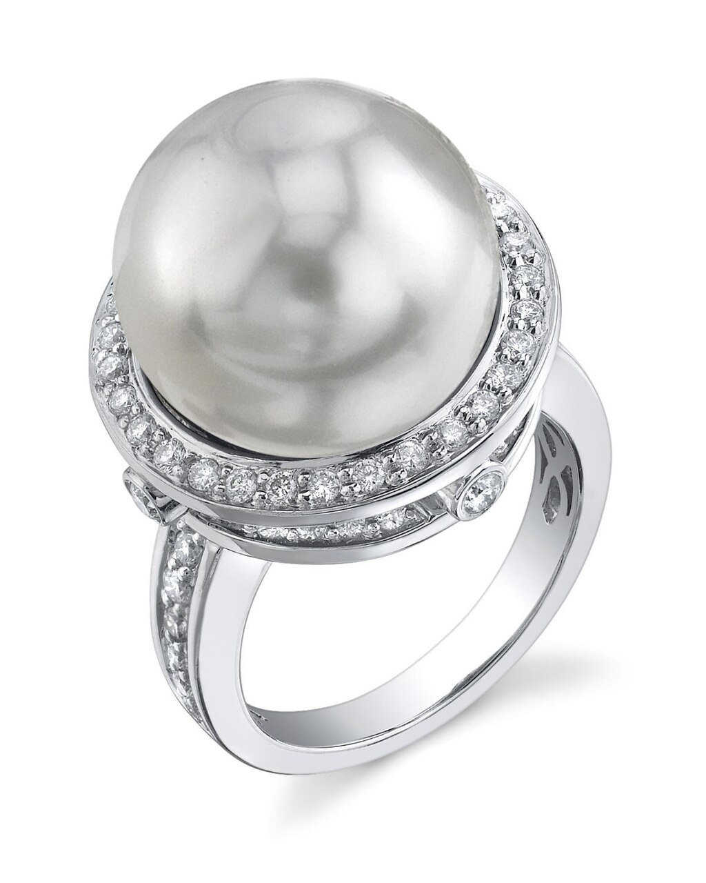 This exquisite ring features an 14.0-15.0mm White South Sea pearl, handpicked for its luminous luster