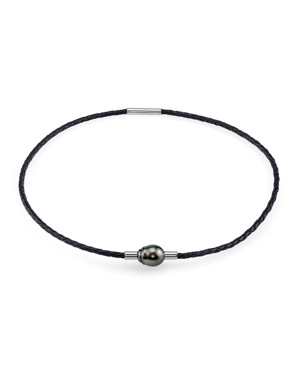 This beautiful necklace features a near-round shaped Tahitian South Sea pearl
